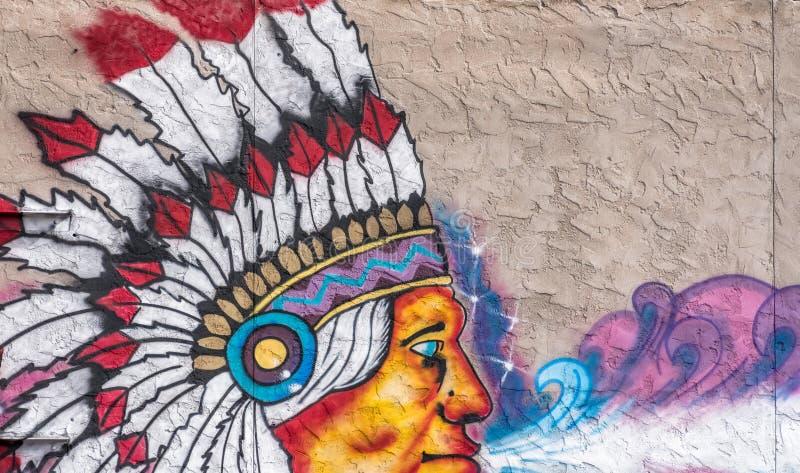 印第安酋长的街道画的片段混凝土墙背景的 库存例证