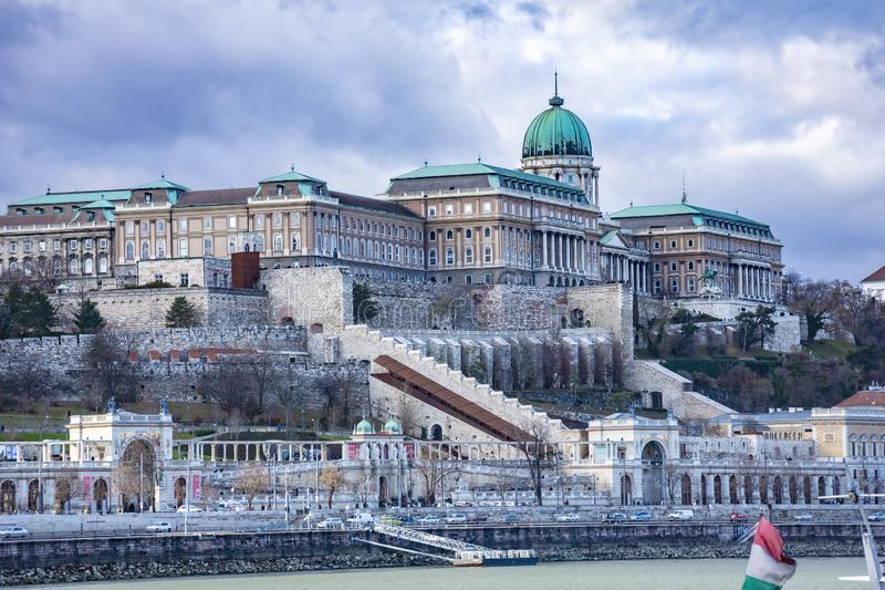 印象深刻的布达城堡奥斯陆王宫的看法在布达佩斯,匈牙利 库存图片