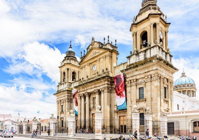 危地马拉城大教堂在Plaza de la Constitucion, Guatema 免版税库存图片