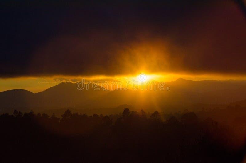 危地马拉的高地的-在美好的vulcano风景的玛雅文化湖Atitlan 库存图片