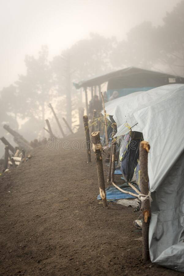 危地马拉阿卡特南戈火山帐篷 库存图片