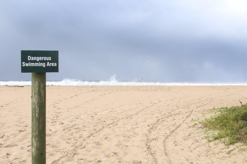 危险游泳的区域 免版税库存图片