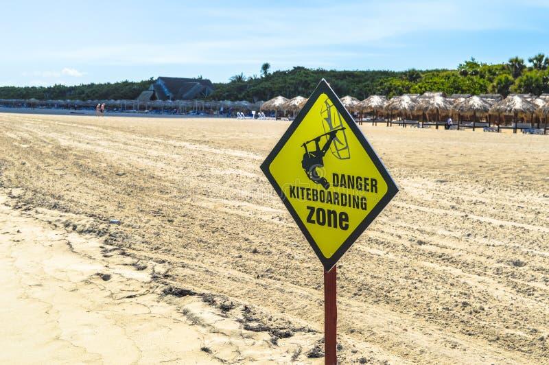 危险Kiteboarding区域板,巴拉德罗角古巴 免版税库存图片