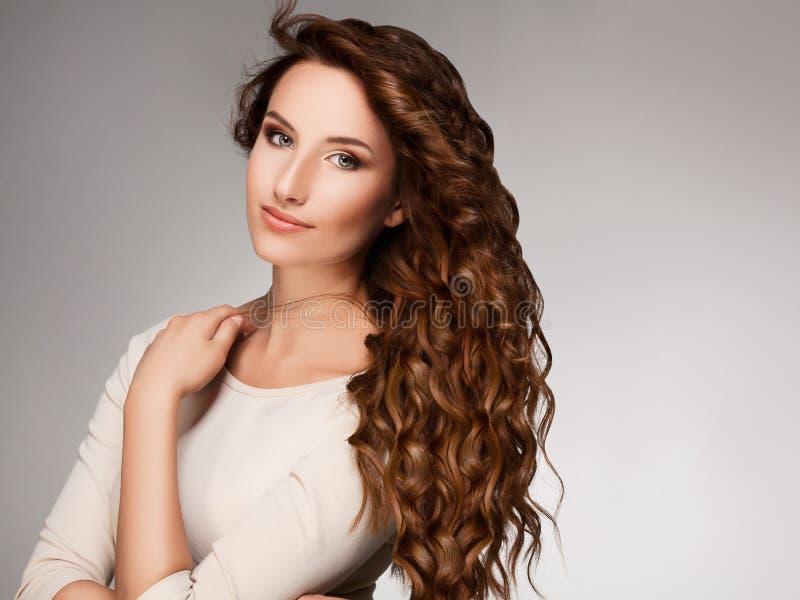 卷曲长的头发。 优质图象。 库存图片