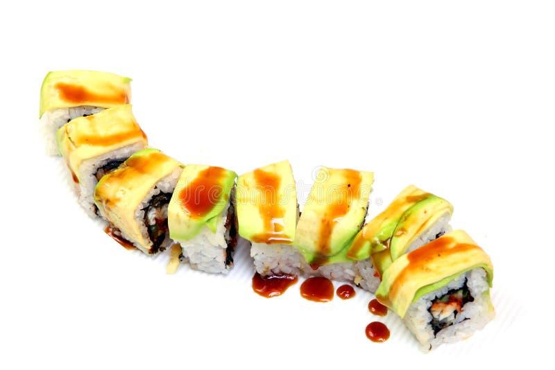 卷用三文鱼鱼子酱  寿司用飞鱼鱼子酱  在一个美丽的盘的日本食物 免版税图库摄影