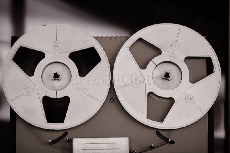 卷轴录音机,老,葡萄酒,便携式的开盘式的管磁带记录器 免版税库存图片