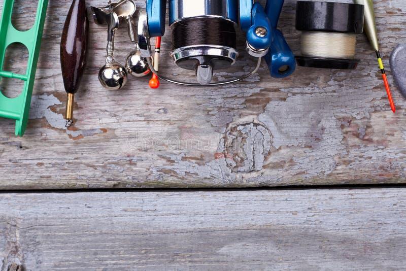 卷轴和浮子在木头 免版税库存照片