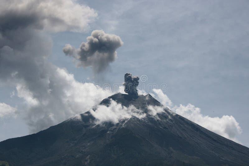 厄瓜多尔爆发vulcano 库存图片
