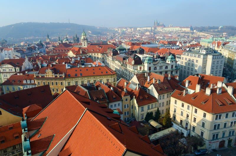 历史中心的布拉格,新村城镇厅,捷克美好的顶视图  库存图片
