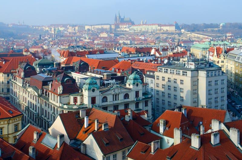 历史中心的布拉格,新村城镇厅,捷克美好的顶视图  库存照片