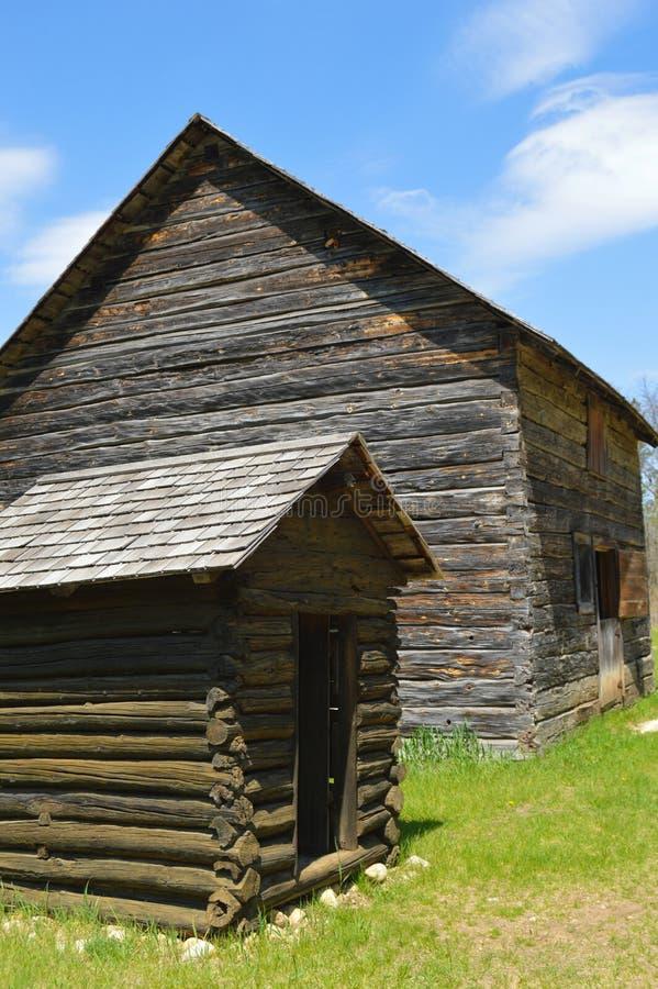 历史农场和外屋 库存照片