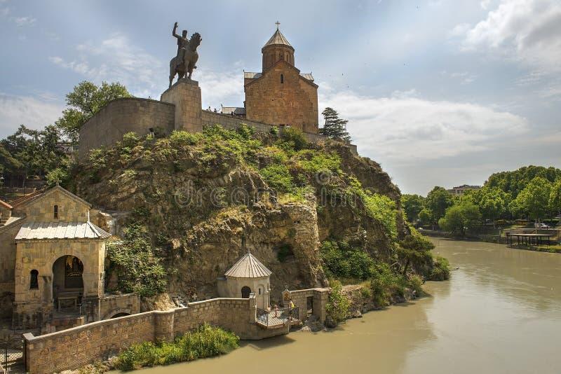 历史区Metekhi、Mtkvari库那河, Vakhtang Gorgasali国王教会和雕象在第比利斯 图库摄影