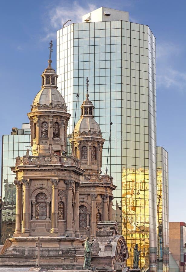 历史和现代大厦,圣地亚哥de智利 库存照片