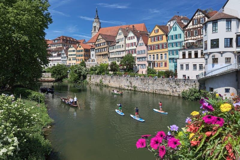 历史房子的美丽如画的看法内卡河河沿的在蒂宾根,德国 免版税库存照片
