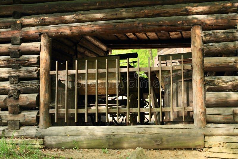 历史支架在用木材建造的房子里 免版税图库摄影