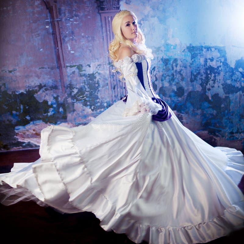 历史服装的年轻美丽的女孩,狂欢节的图象,画象 免版税库存图片