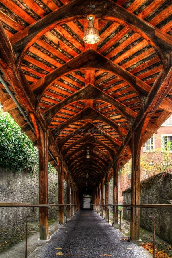 历史木楼梯Kirchtreppe,图恩,瑞士 免版税图库摄影