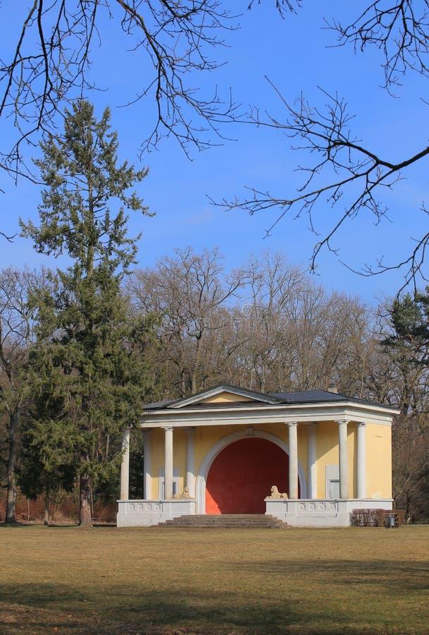 历史演奏台在Bamberger Hain,一个公园在琥珀 库存照片