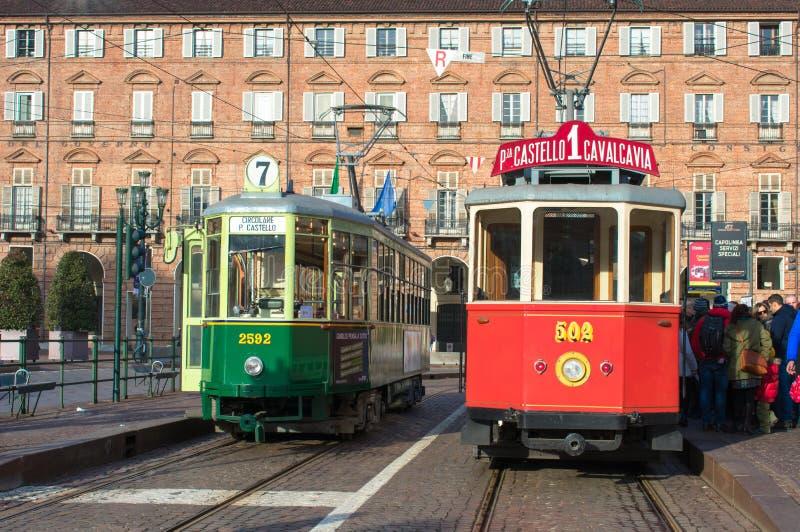 历史电车在广场Castello,都灵意大利大广场停止  库存图片