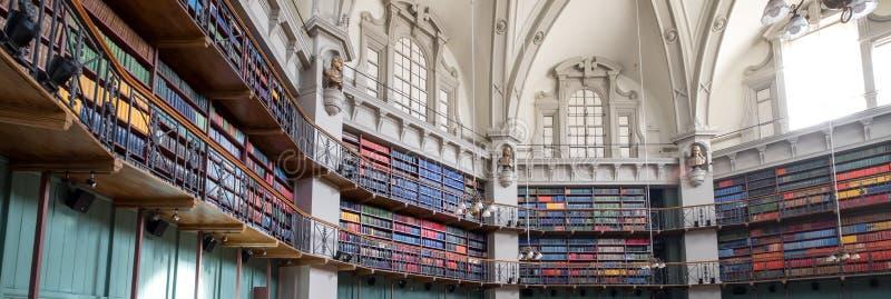 历史的八角形物图书馆的内部的全景照片玛丽王后学院的,伦敦大学,英里末端英国 免版税库存图片