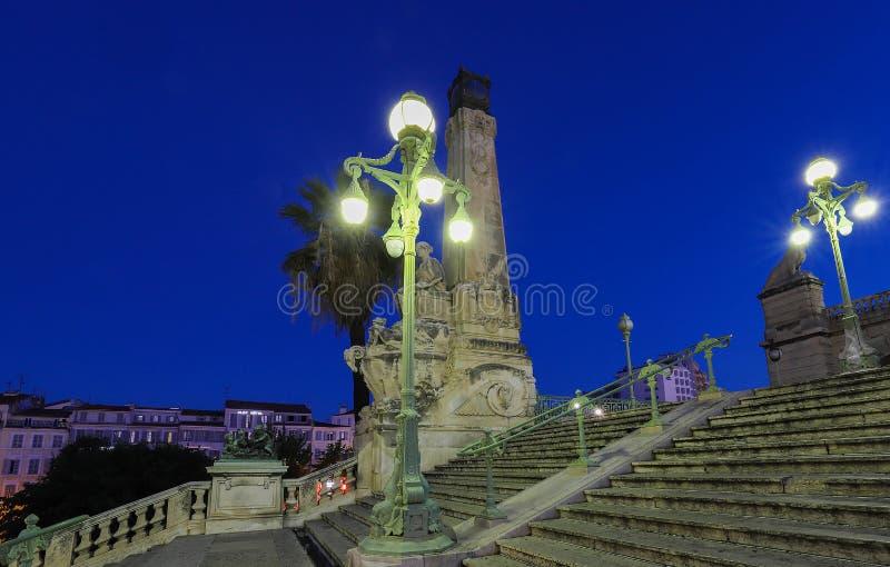 历史的台阶的看法在老主要staion马赛圣查尔斯的在南法国 免版税库存照片