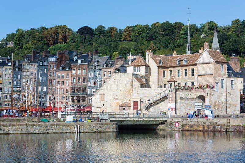 历史的城市翁夫勒港口有老堡垒墙壁的  库存图片