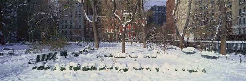 历史的家全景和Gramercy停放,曼哈顿,纽约,在冬天暴风雪以后的纽约 图库摄影