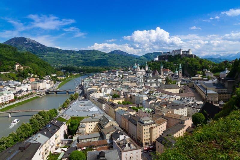 历史的市有Hohensalzburg堡垒的, Salzburger土地,奥地利萨尔茨堡 图库摄影