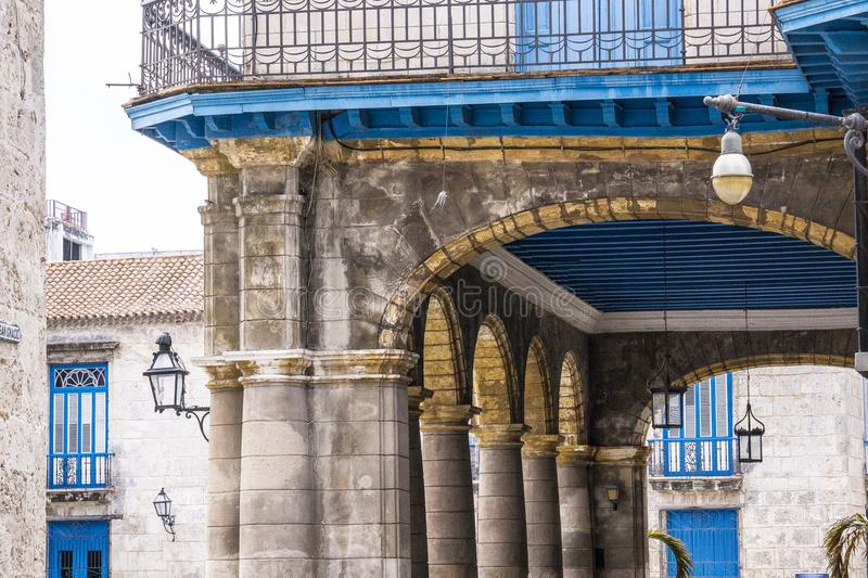 历史的建筑学在古巴庭院里 图库摄影