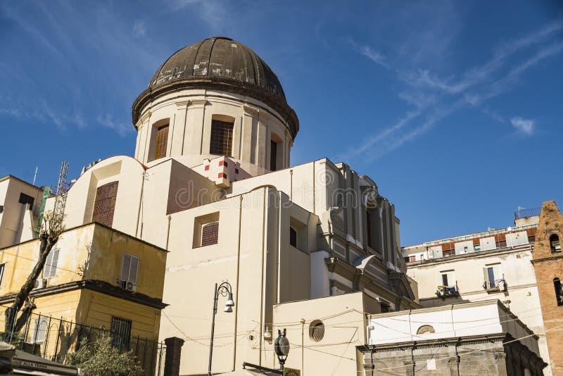 历史的教会在圣多明尼克广场在那不勒斯,意大利 免版税库存照片