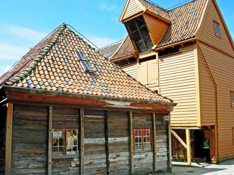 历史的木房子在布吕根地区卑尔根(挪威) 库存图片