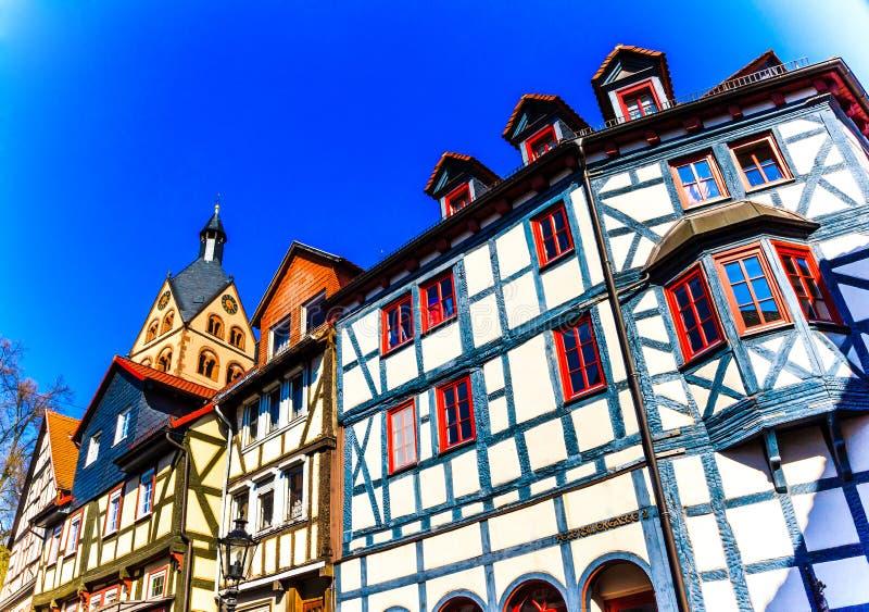 历史的木头被构筑的房子在Barbarossa镇格尔恩豪森,在2010年欧盟,德国的地理中心 库存照片