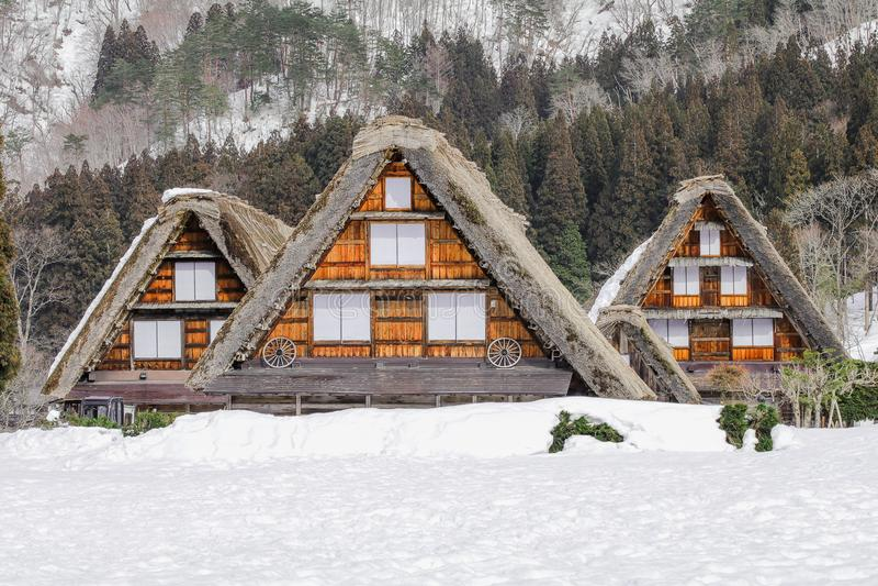 历史的村庄在冬天,一个世界文化遗产站点白川町去在岐阜,日本 免版税库存照片