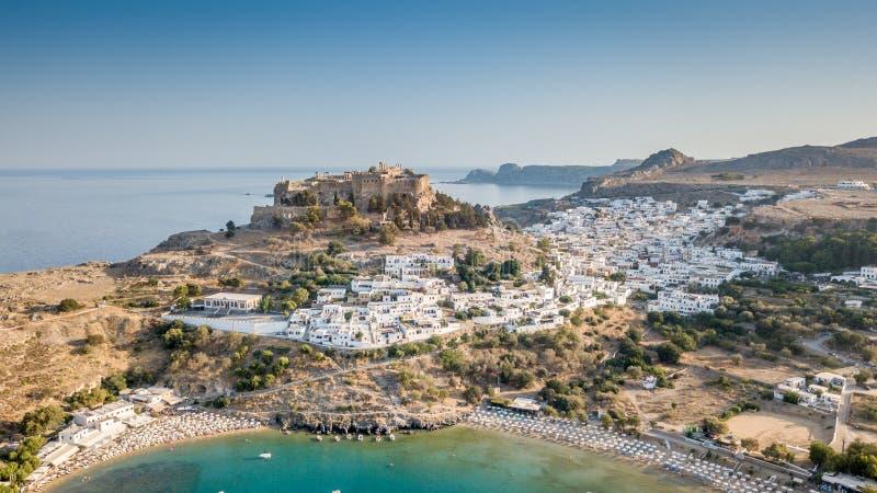 历史的村庄Lindos鸟瞰图在罗得岛希腊海岛上的 库存图片