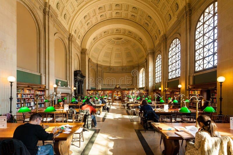 历史的波士顿公立图书馆读的区域内部看法  免版税库存图片
