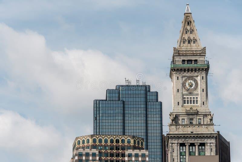 历史的海关摩天大楼钟楼的看法在波士顿马萨诸塞美国地平线的  免版税库存照片