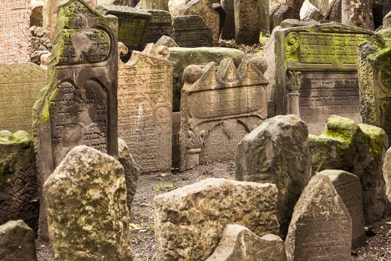 历史的犹太公墓在布拉格 库存照片