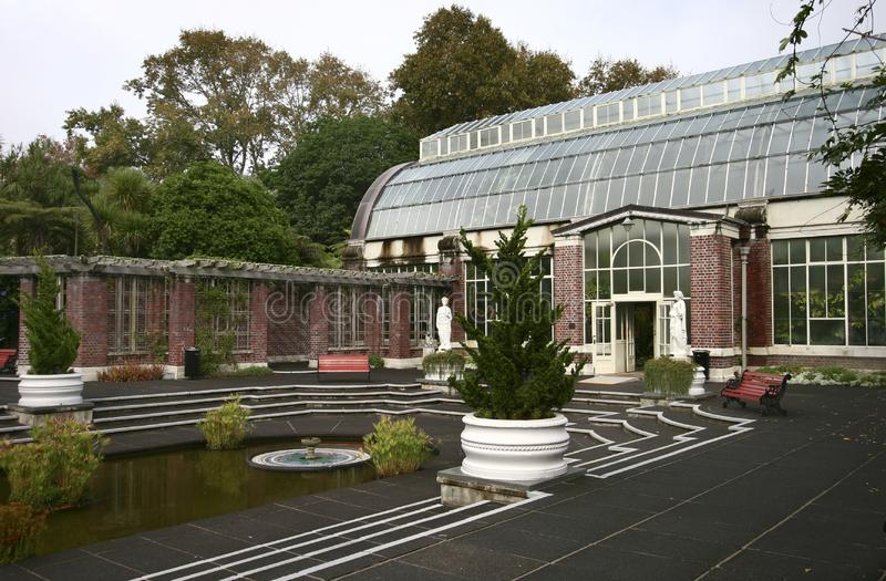 历史的维多利亚女王时代的桶有圆顶温室,经典凹下去的法院,领域的Wintergardens,奥克兰,新西兰植物 免版税库存照片