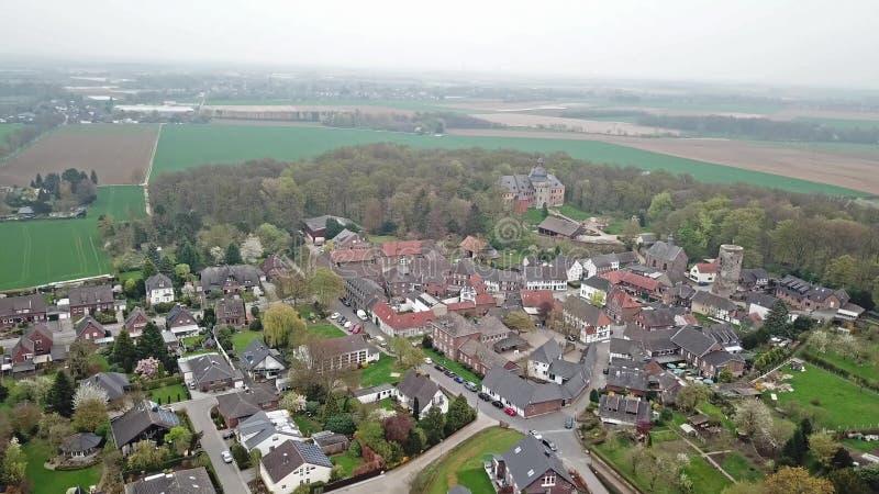 历史的老镇Liedberg的鸟瞰图NRW的,德国 股票录像