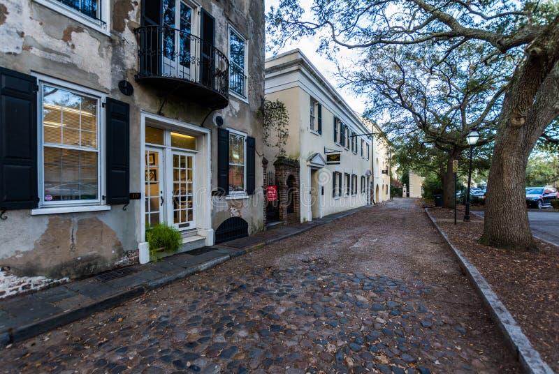 历史的街市查尔斯顿南卡罗来纳在一温暖的天 图库摄影