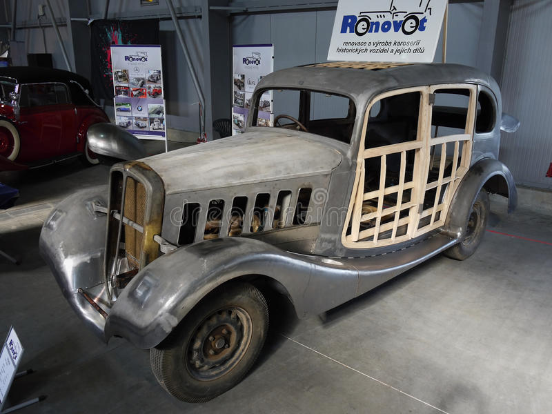 历史的车整修Praga阿尔法 库存照片
