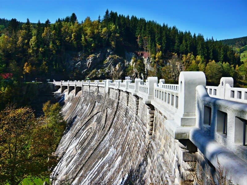 在河易北河的捷克共和国水坝 图库摄影