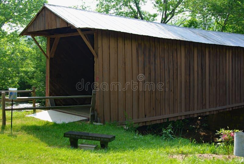历史的Jack's小河被遮盖的桥 免版税图库摄影