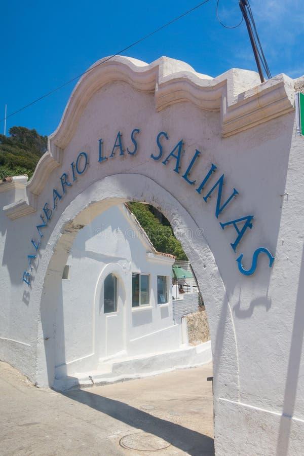历史的Las盐沼温泉的古老入口,在neighbo 库存图片