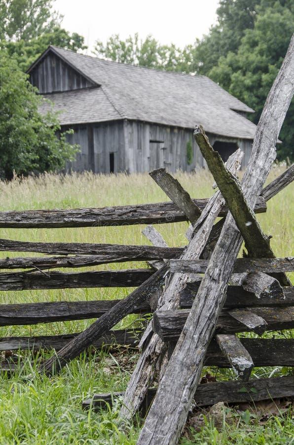 历史老谷仓地标在密苏里镇 免版税库存图片