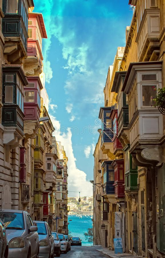 历史街道在瓦莱塔,马耳他 免版税库存照片