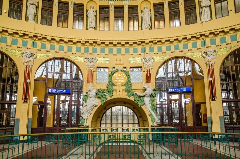 历史主要火车站的内部在布拉格,捷克语 免版税库存图片