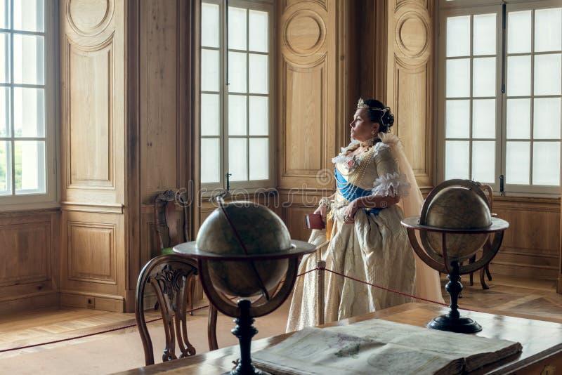 历史cosplay 叶卡捷琳娜二世类似的妇女,俄罗斯的女皇 图库摄影