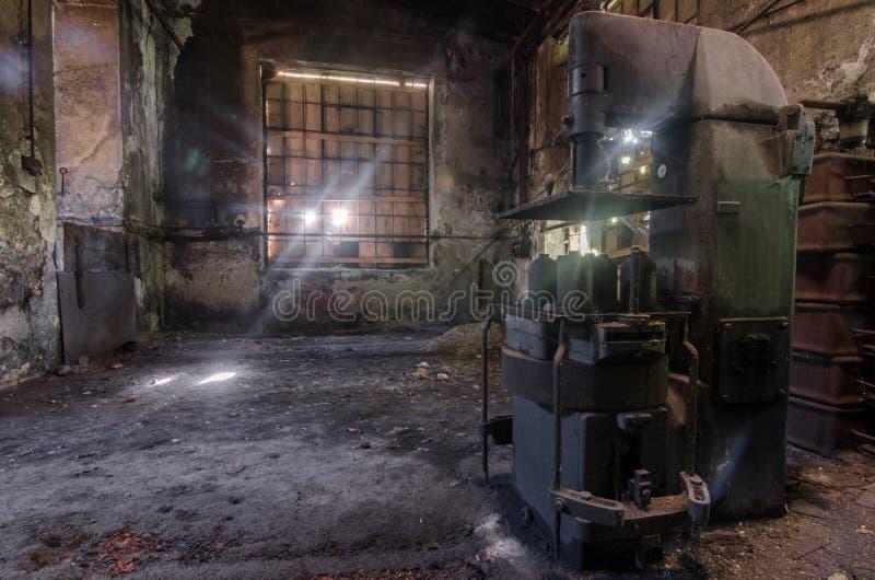 压入一家被放弃的工厂 免版税库存图片