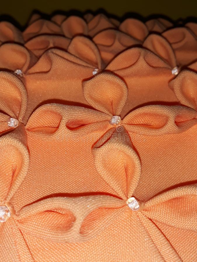 压印的橙色坐垫 库存图片